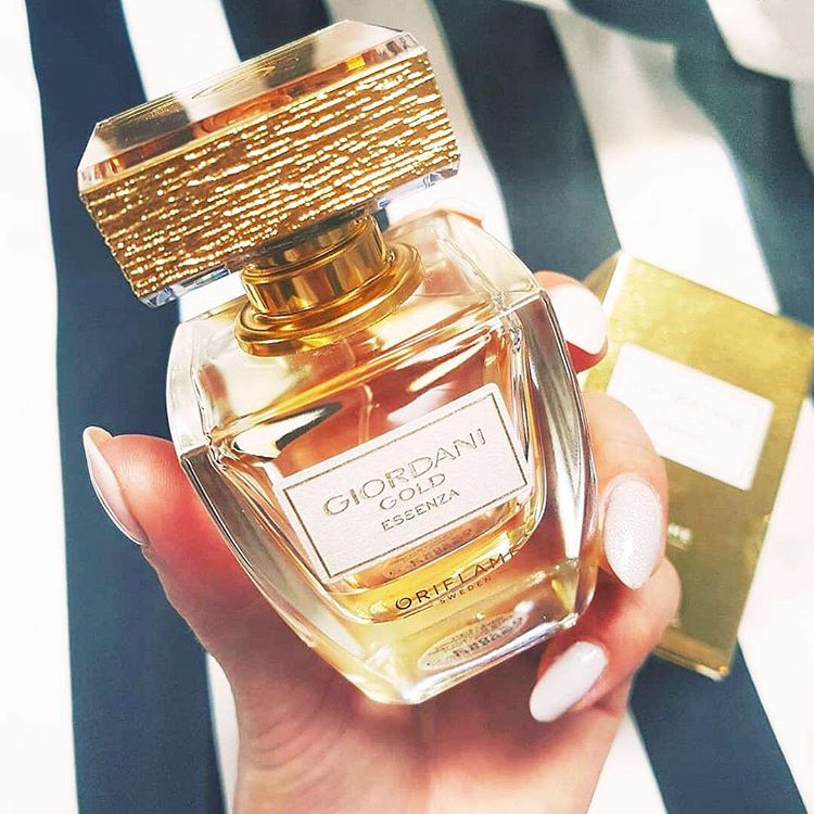 Nước hoa nữ Oriflame 31816 Giordani Gold Essenza Parfum sang trọng, đẹp mắt với các thành phần thiên nhiên quí hiếm