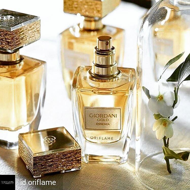 Nước hoa nữ Oriflame 31816 Giordani Gold Essenza Parfum hương thơm sang trọng chiết xuất hoa cam Ý Essenza, cam Bergamot và hương gỗ Tuscan