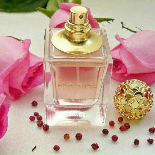 Nước hoa nữ hương thơm từ hoa mẫu đơn, cánh hoa nhài và hồng hồ tiêu hòa quyện hương gỗ tuyết tùng và xạ hương